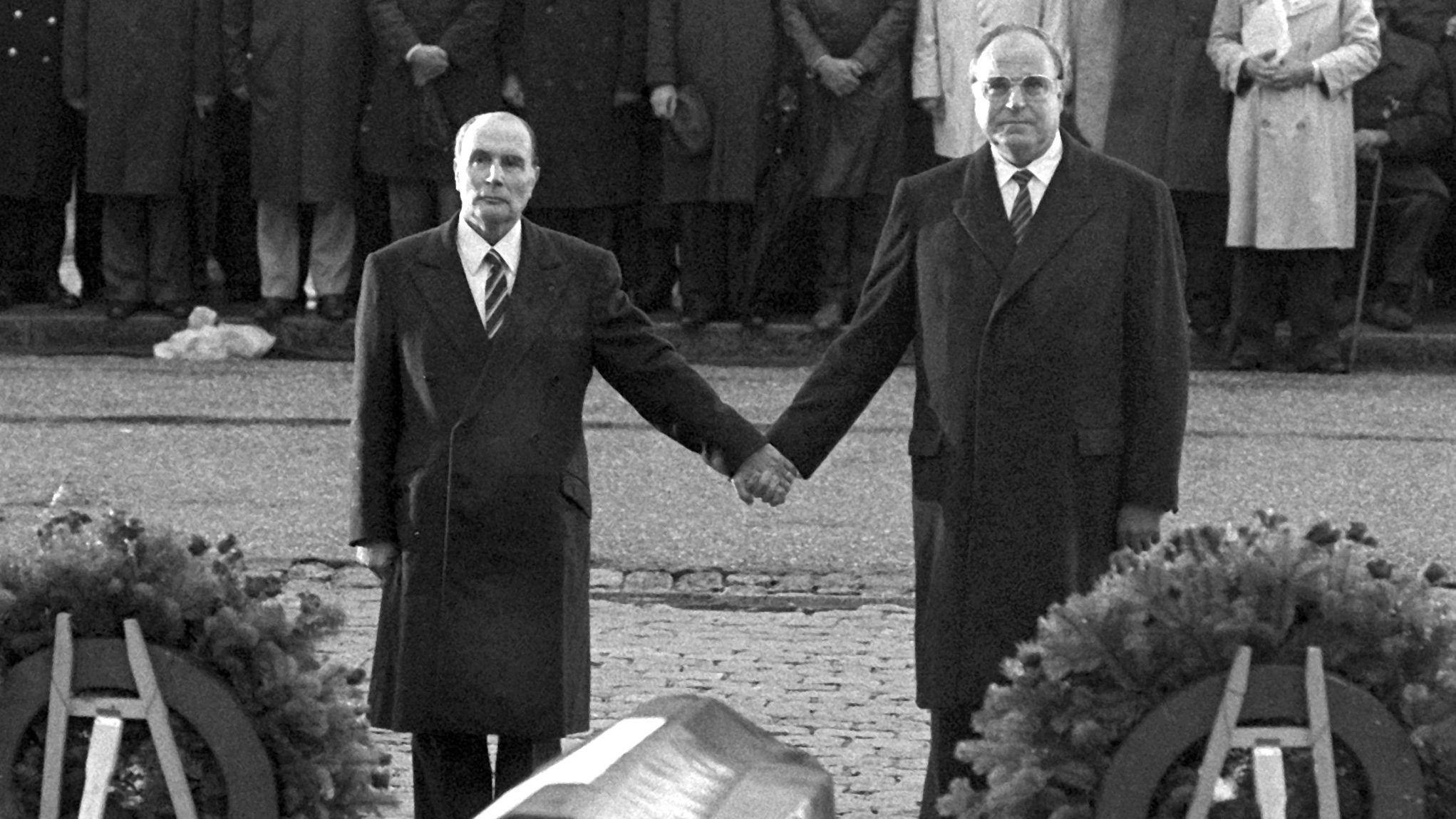 Kohl und Mitterand in Verdun 1984