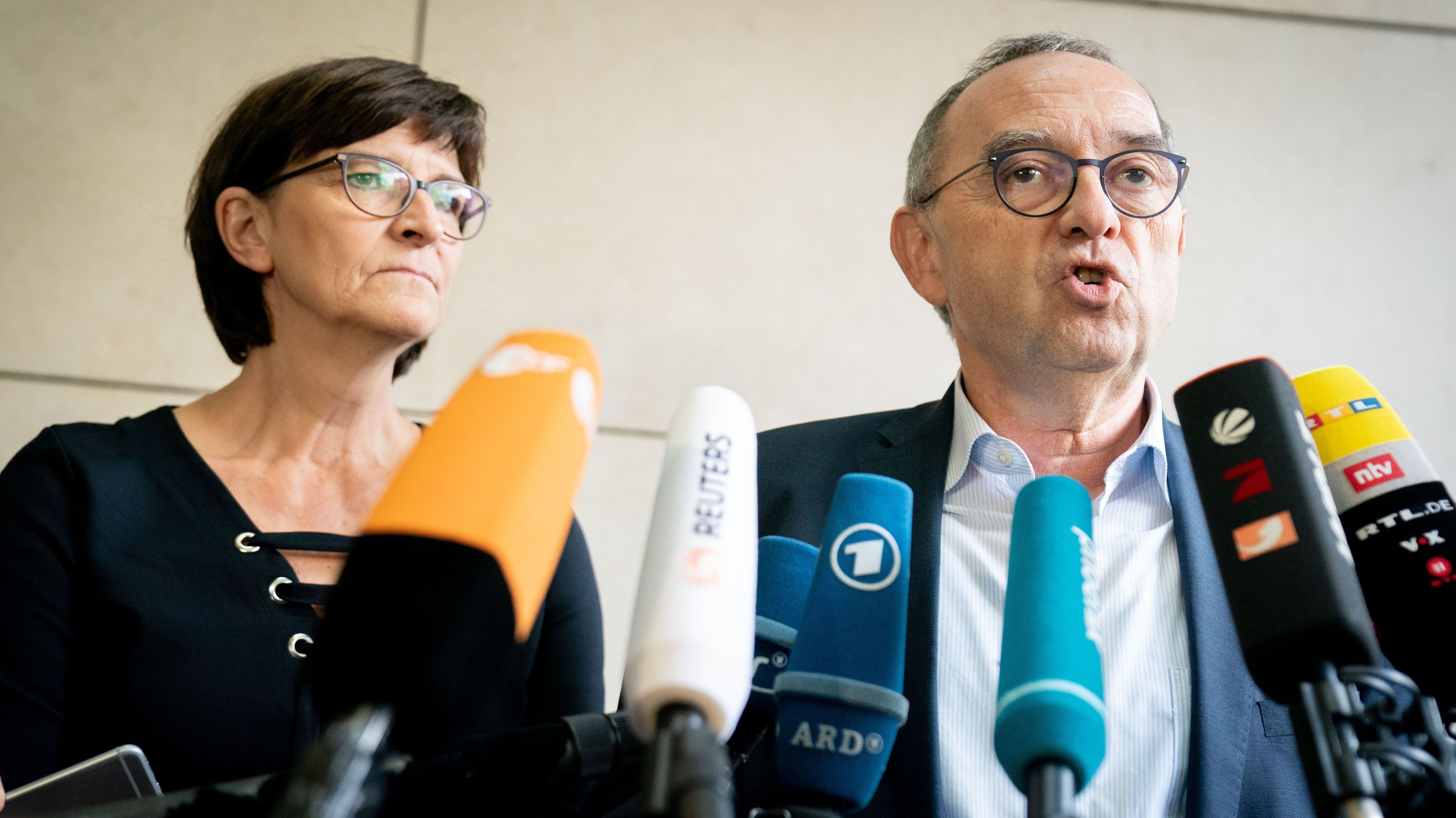 Saskia Esken, designierte SPD-Parteivorsitzende, und Norbert Walter Borjans, designierter SPD-Parteivorsitzender