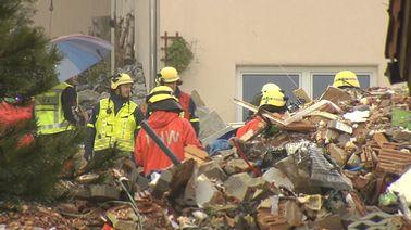 Nach der Explosion eines Wohnhauses im Ostallgäu haben die Rettungskräfte am Morgen ein totes Mädchen aus den Trümmern geborgen. | BR