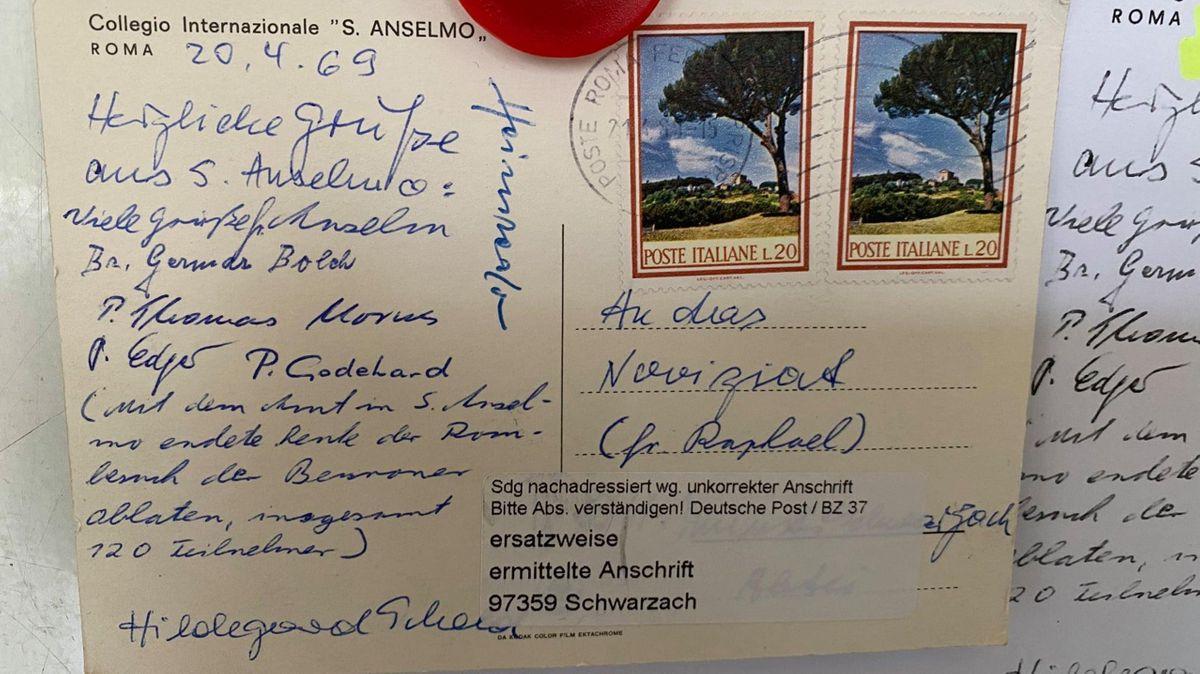Die Postkarte, die mit 51 Jahren Verspätung im Kloster Münsterschwarzach ankam
