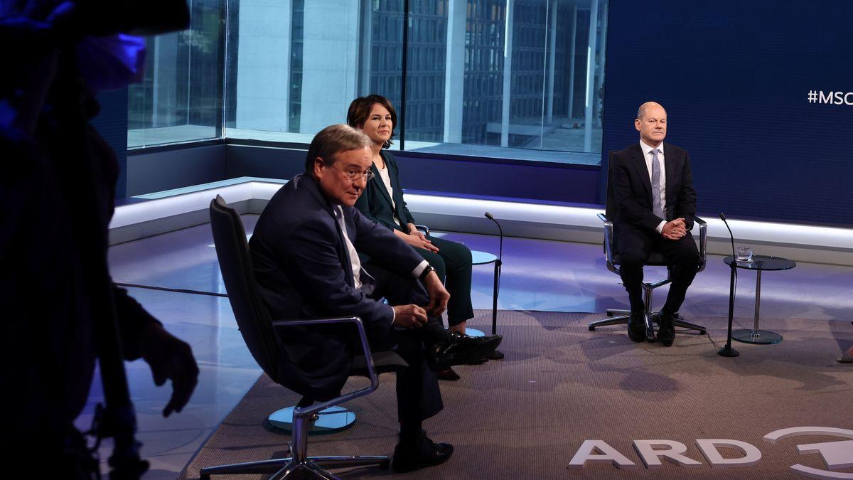 Archivbil: Armin Laschet, Annalena Baerbock und Olaf Scholz bei einer Diskussionsveranstaltung