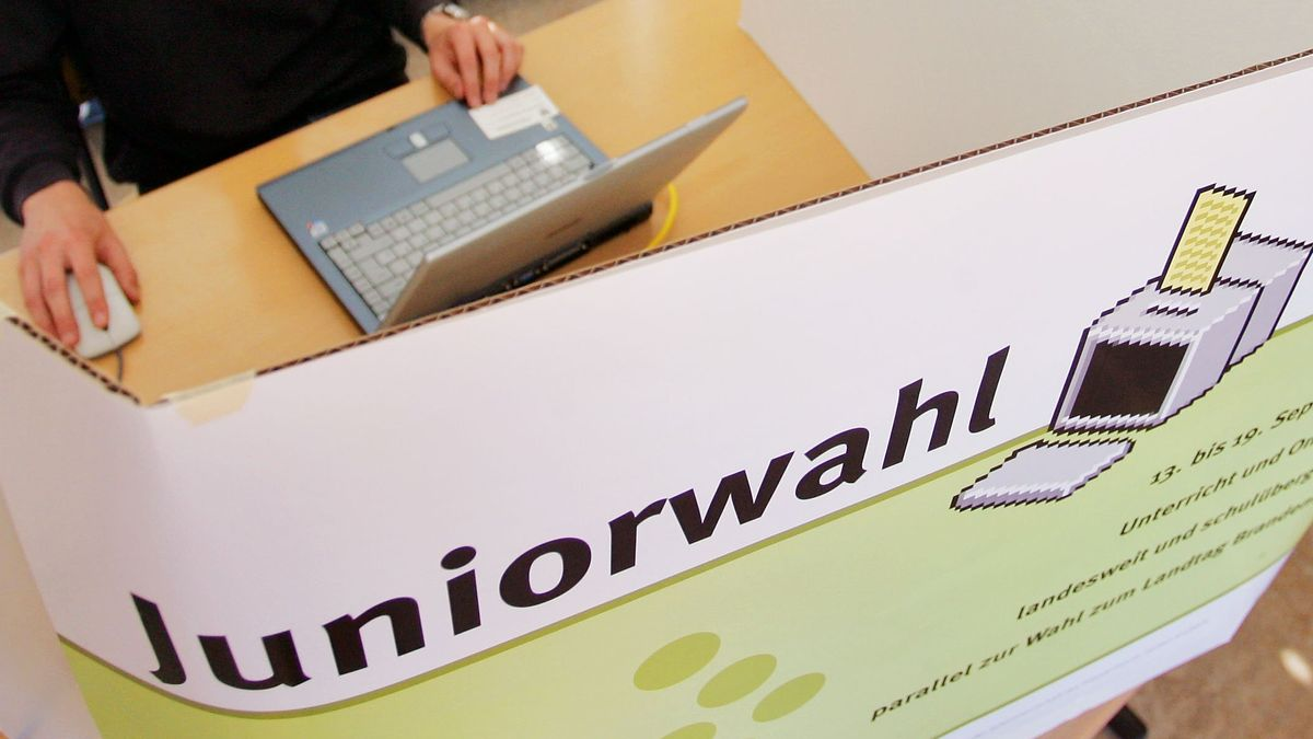 "Archiv: Wahlkabine ""Juniorwahl"""