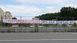 Transparent zum Saisonauftakt in Nürnberg   Bild:BR24/Anja Bühling