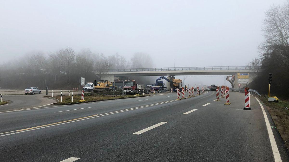Sanierte Brücke am Verkehrsknoten beim Dingolfinger BMW-Werk
