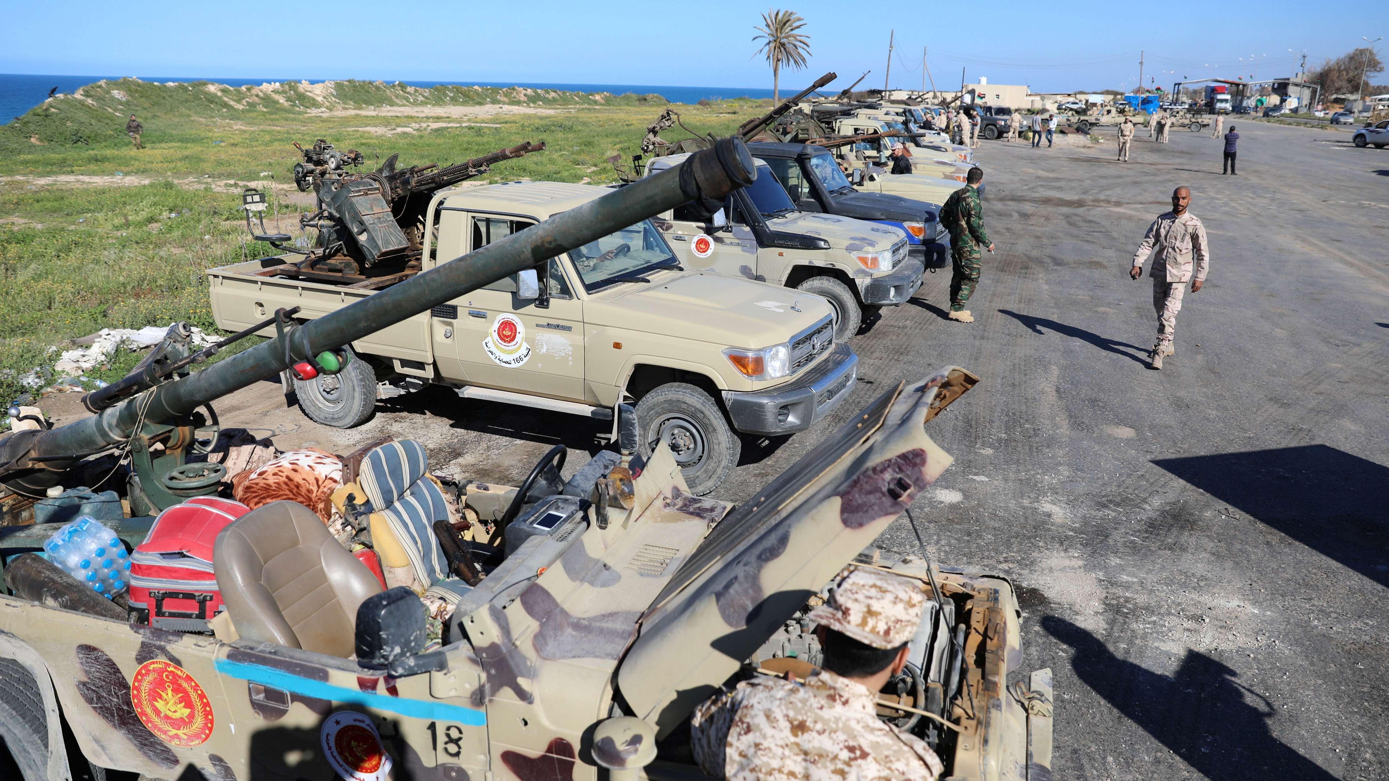 Militärfahrzeuge der Regierungstruppen im Osten der libyschen Hauptstadt Tripolis (6.4.2019)