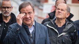 Armin Laschet (CDU, 2.v.l), Ministerpräsident von Nordrhein-Westfalen und Kanzlerkandidat, und Olaf Scholz (SPDr), Bundesfinanzminister und Kanzlerkandidat. | Bild:dpa-Bildfunk/Marius Becker