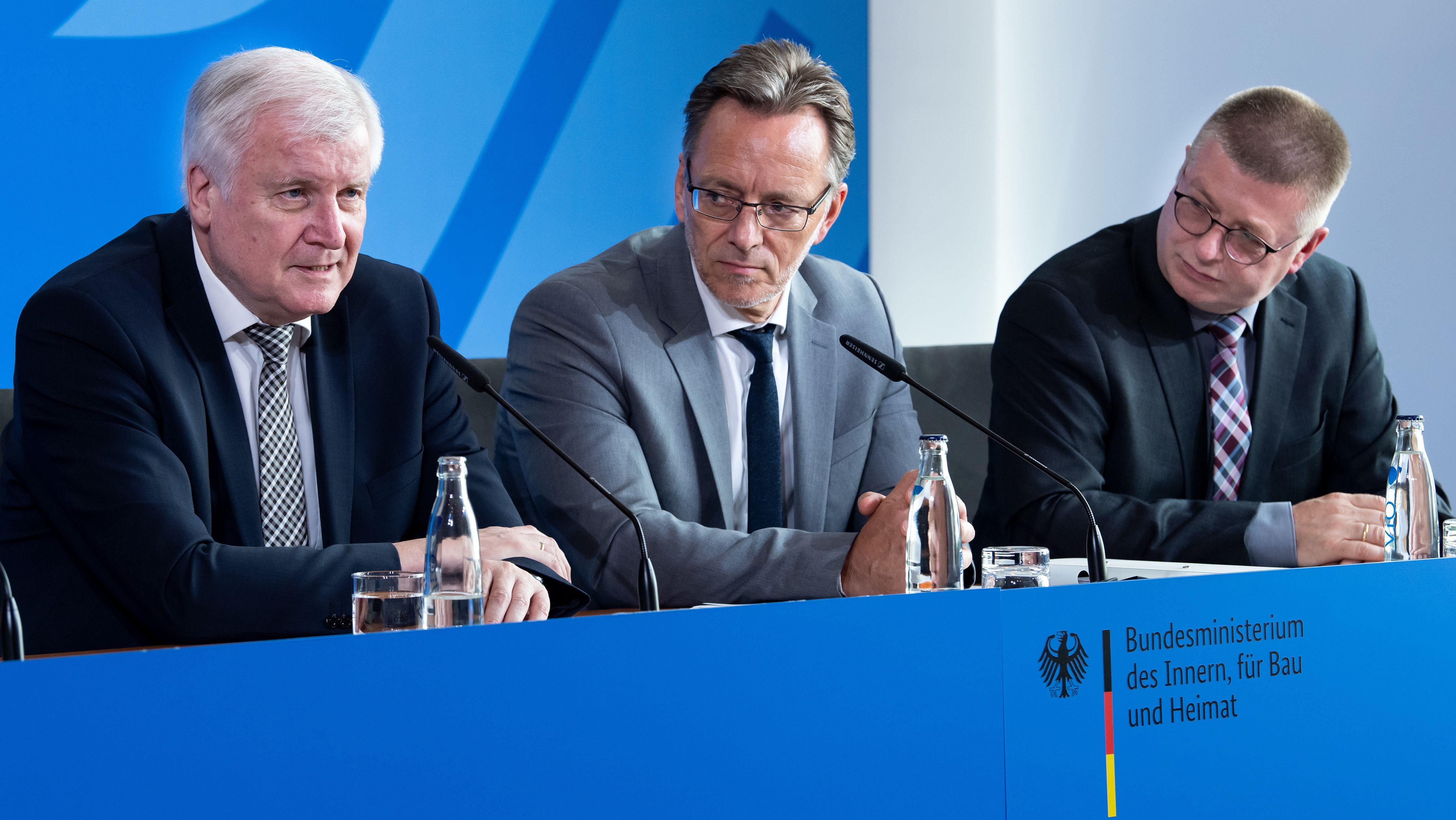 Horst Seehofer (Bundesinnenminister), Holger Münch (Präsident des Bundeskriminalamts) und Thomas Haldenwang (Verfassungsschutzpräsident)
