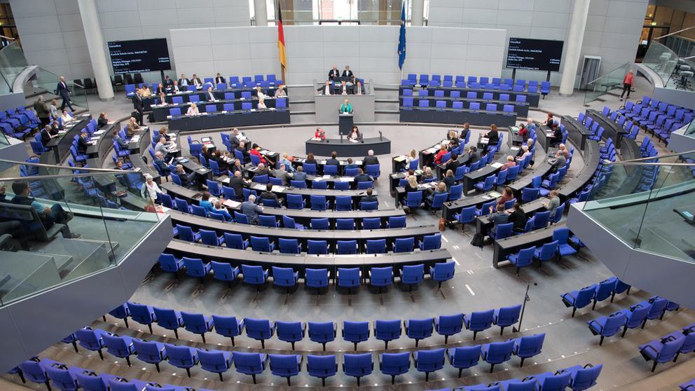 Abgeordnete sitzen im Plenum des Bundestages | Bild:dpa-Bildfunk