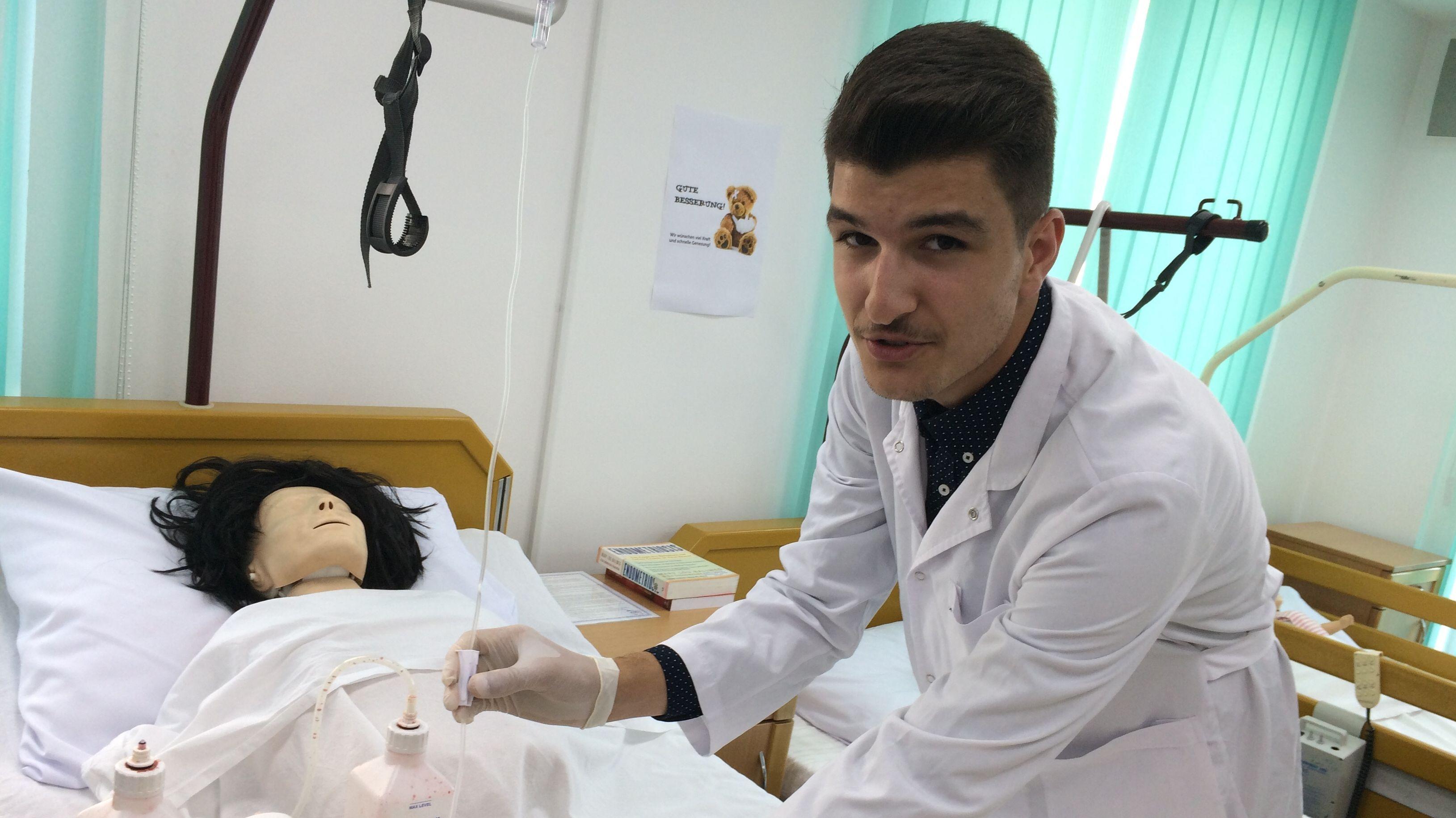 Qazim Halimi aus dem Kosovo will in Deutschland Pfleger werden