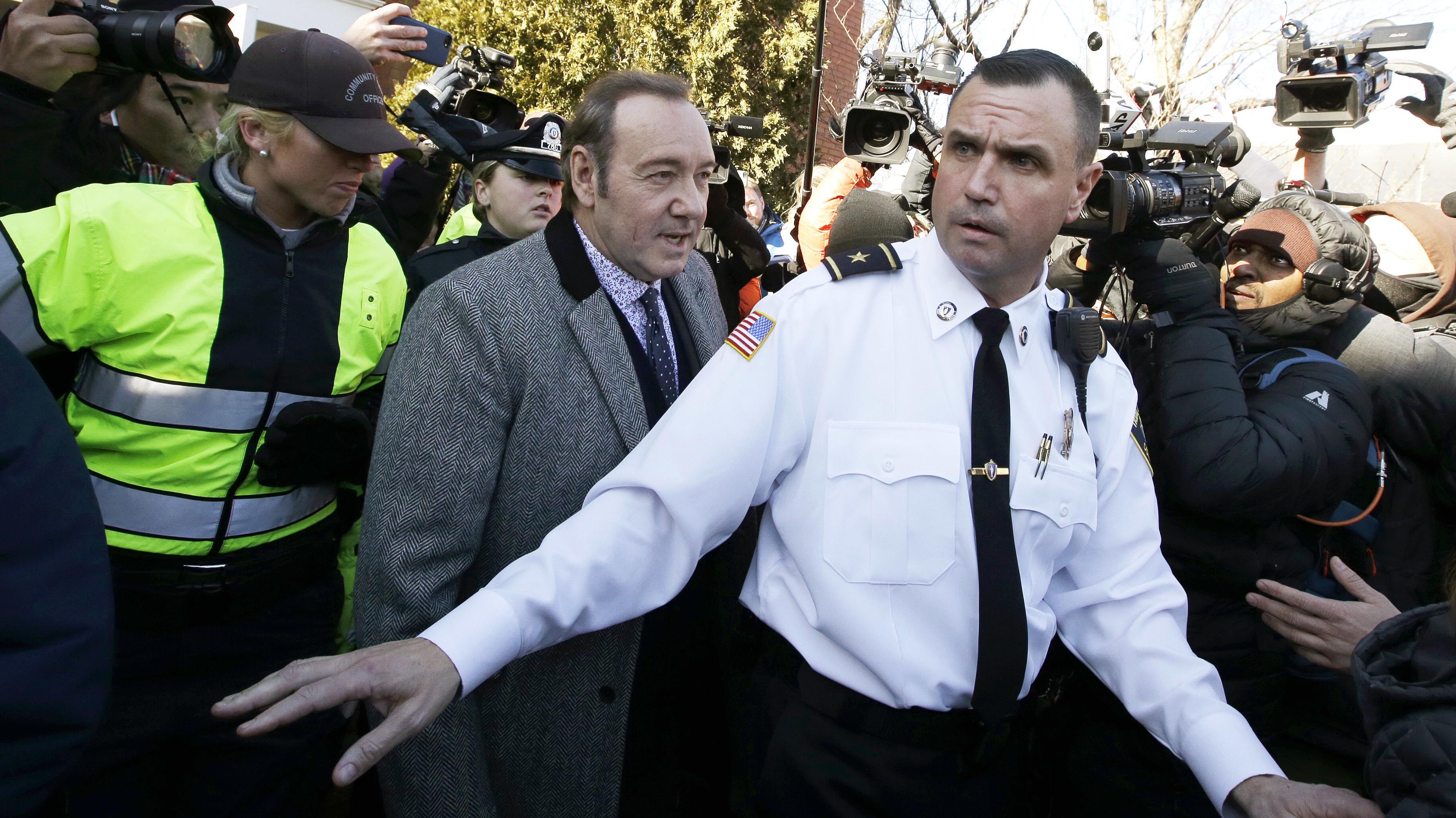 Kevin Spacey trifft am Gerichtsgebäude von Nantucket ein