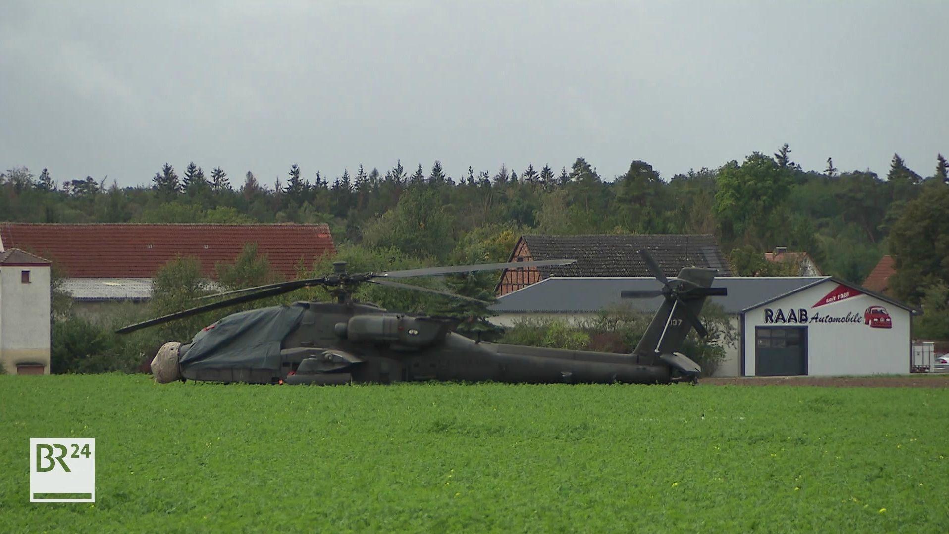 US-Kampfhubschrauber auf Feld
