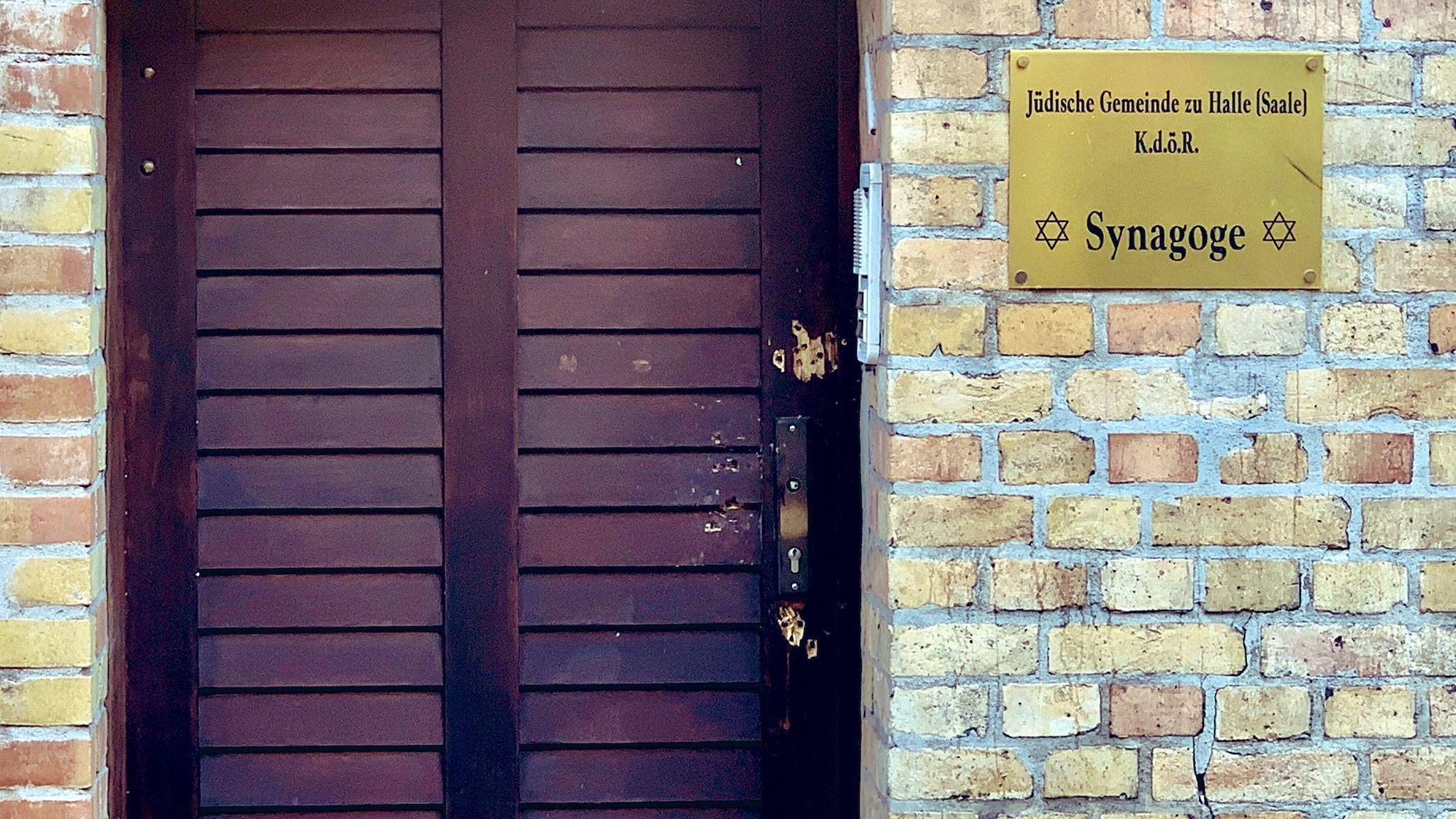 Tür der Synagoge von Halle