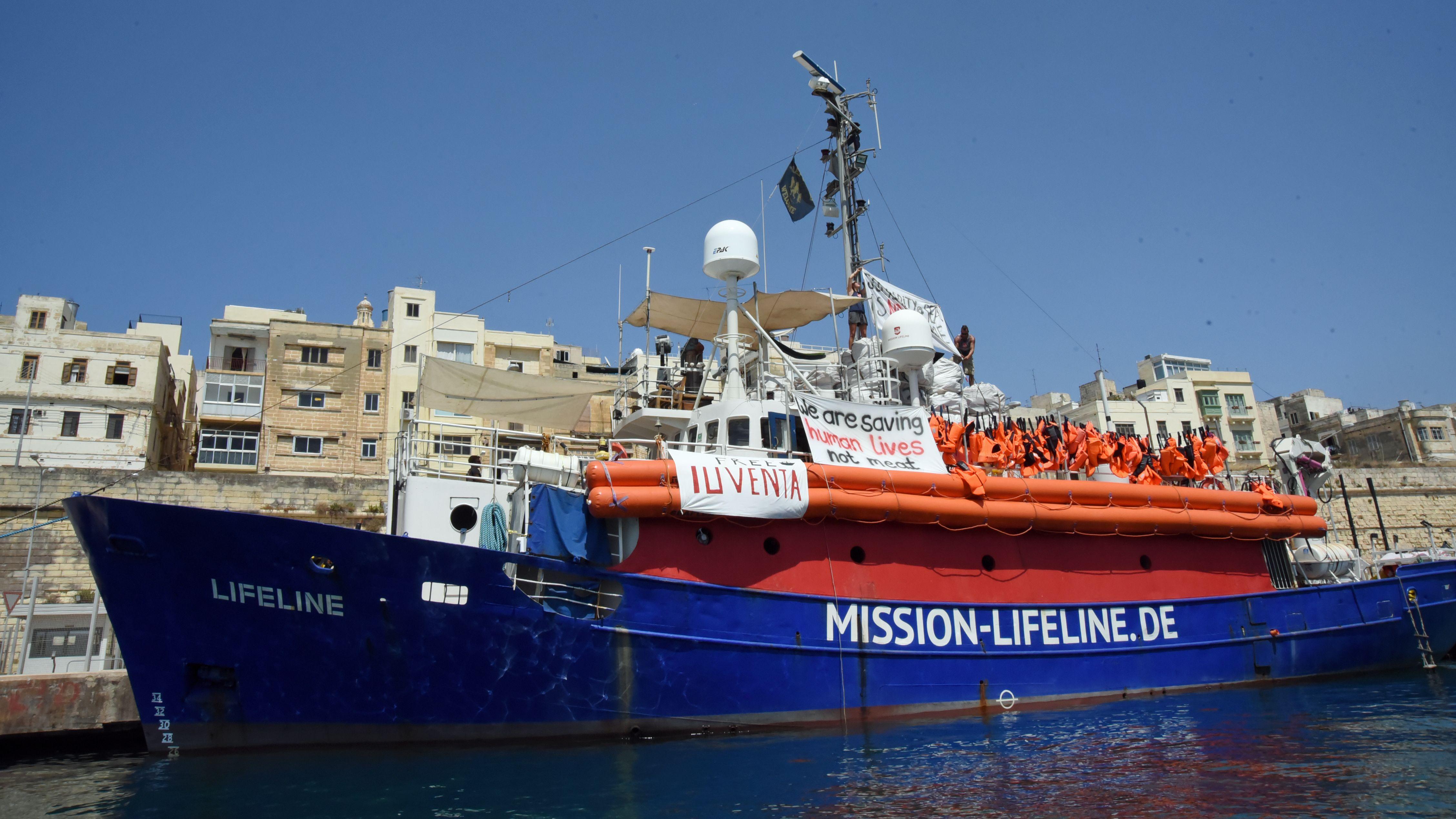"""Das Seenotrettungsschiff """"Lifeline"""" im Hafen von Malta"""
