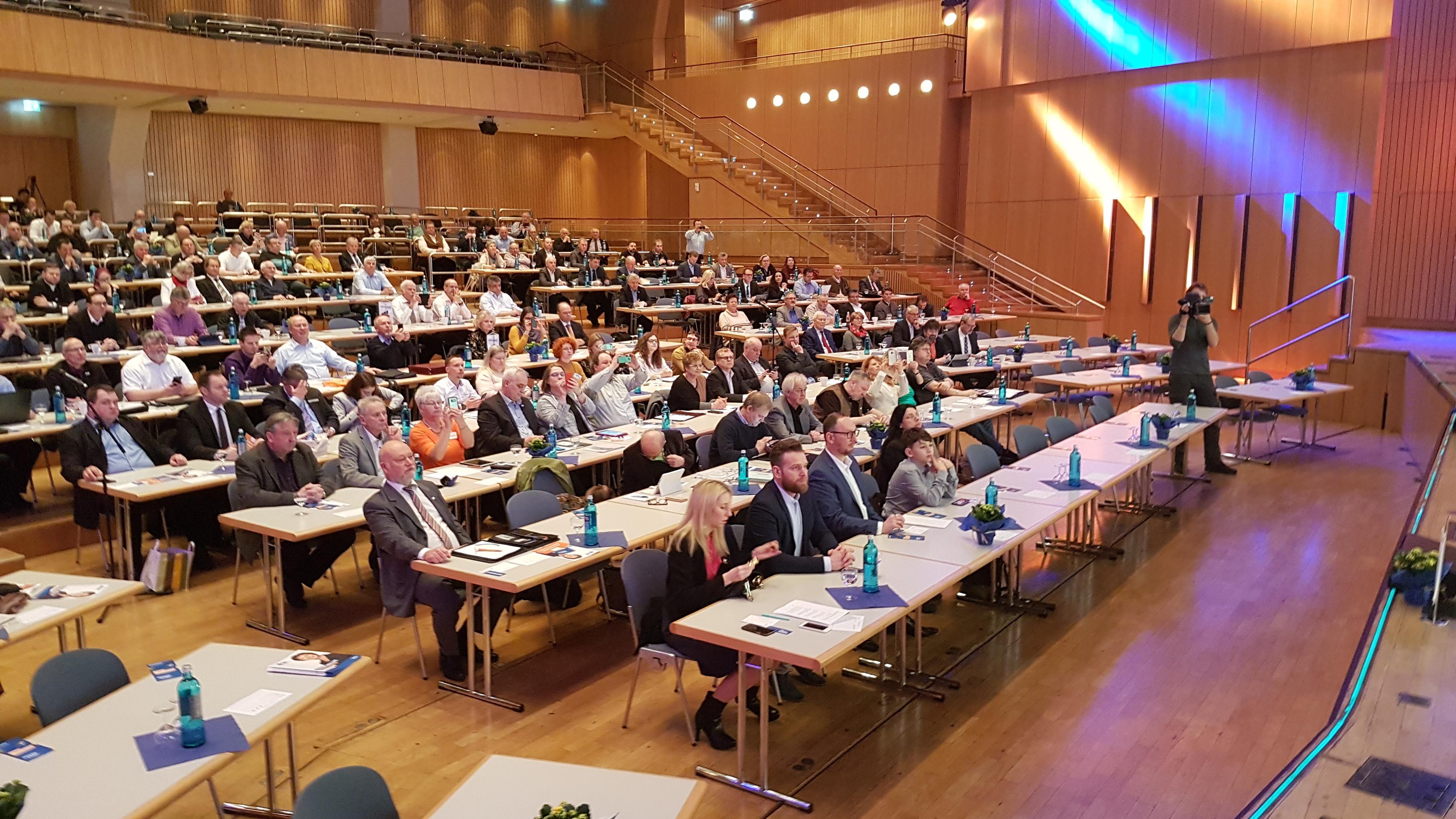 224 Delegierte stimmten bei dem Bundesparteitag der Freien Wähler in Aschaffenburg ab