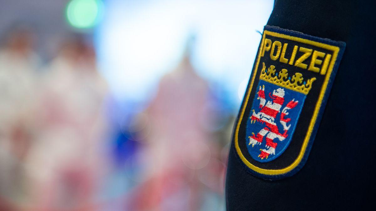Wegen rechtsextremer Chatgruppen ermitteln Behörden in Hessen gegen 20 Polizisten, darunter auch Spezialeinsatzkräfte.