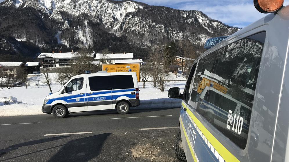 Bereitschaftspolizei rückt in Raiten ein | Bild:BR/Hans Häuser