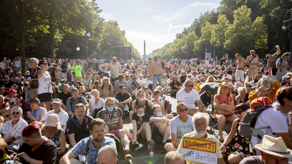 Archivbild: Demonstration gegen Corona-Beschränkungen