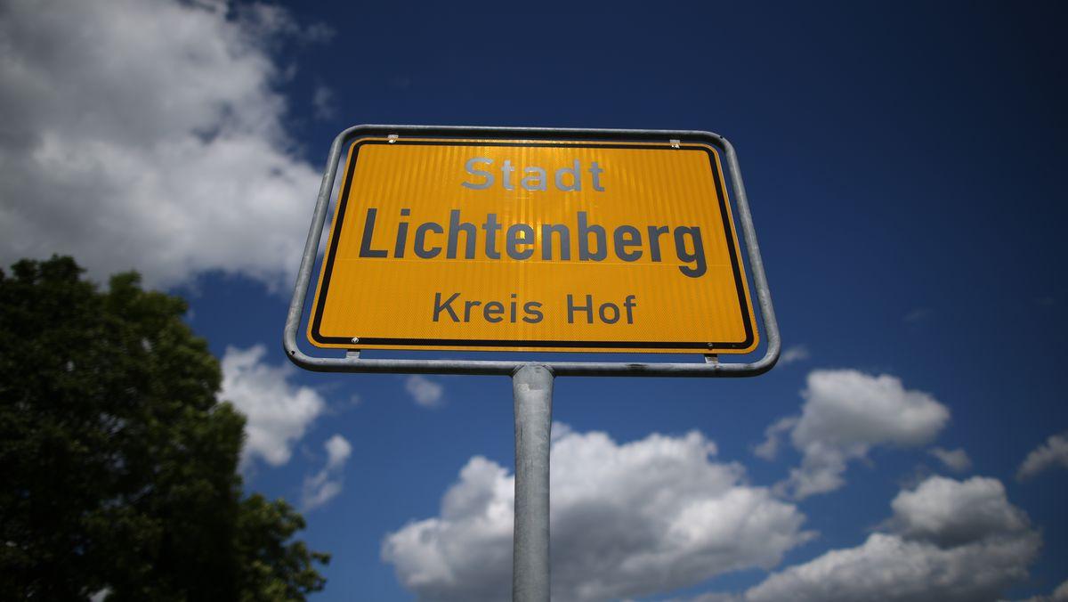 Das Ortsschild der Stadt Lichtenberg im Landkreis Hof