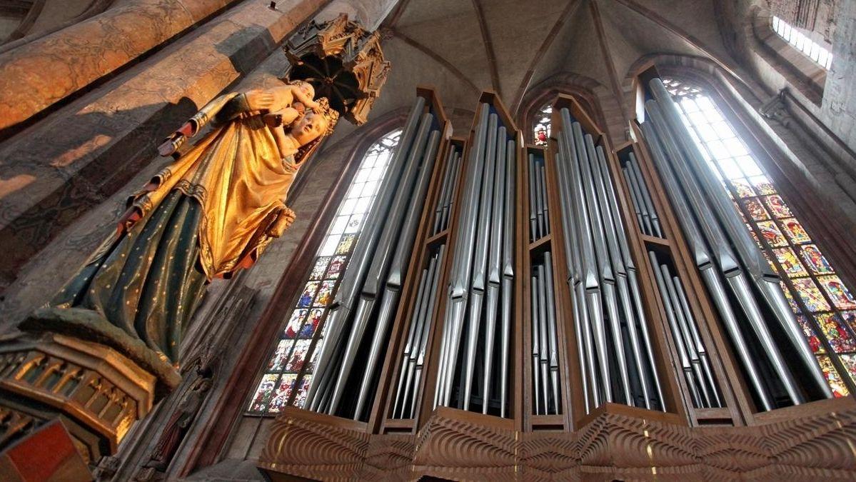 Orgelpfeifen in einer Kirche