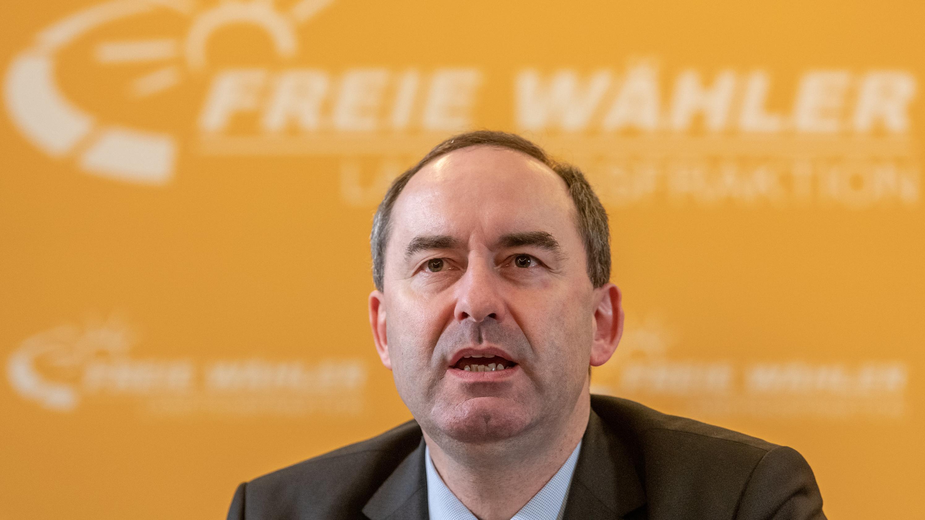 Hubert Aiwanger, Wirtschaftsminister und Landesvorsitzender der Freien Wähler in Bayern, während der Winterklausur in Straubing