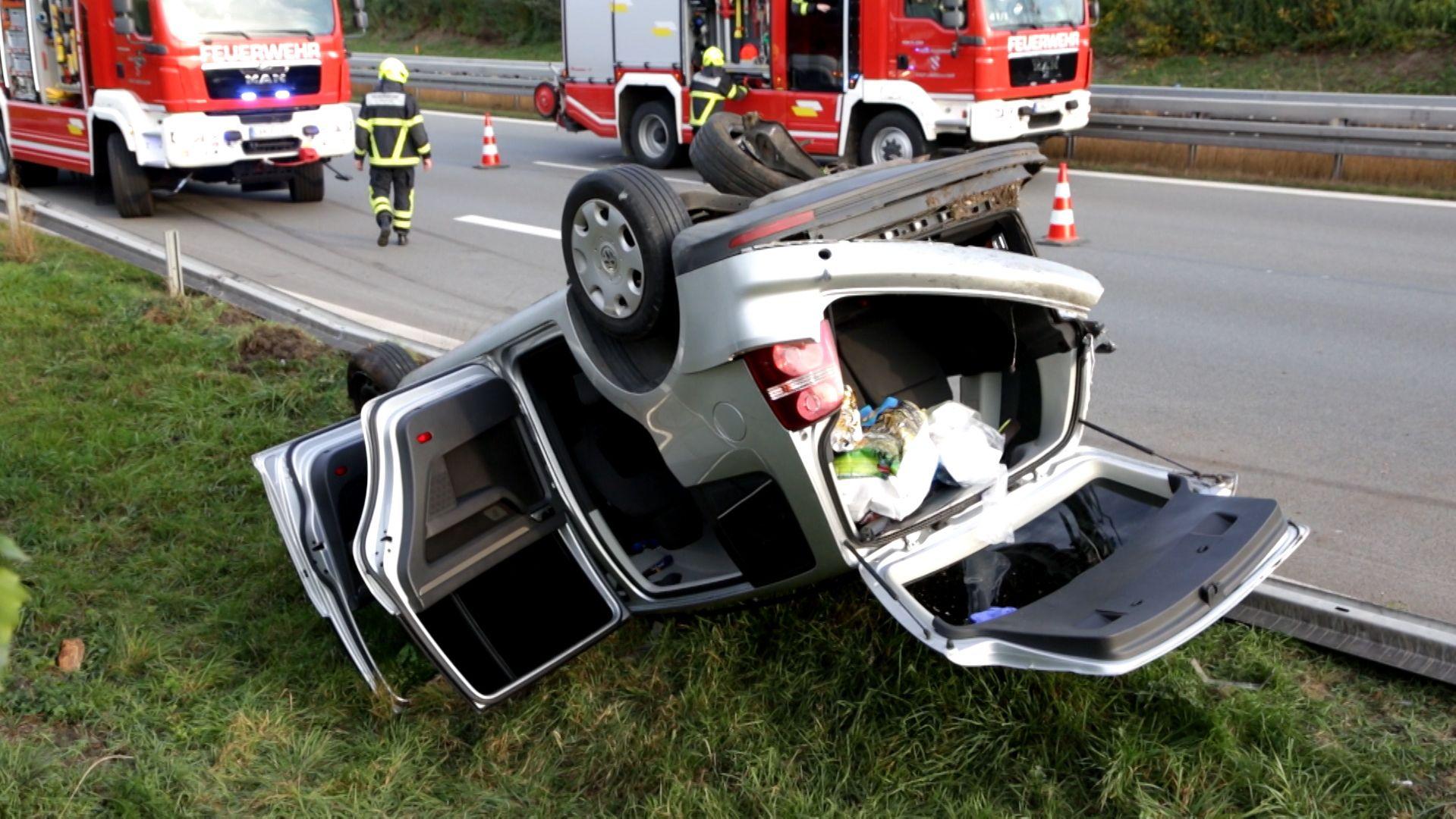 Schwerer Unfall auf der A92 mit sieben Verletzten