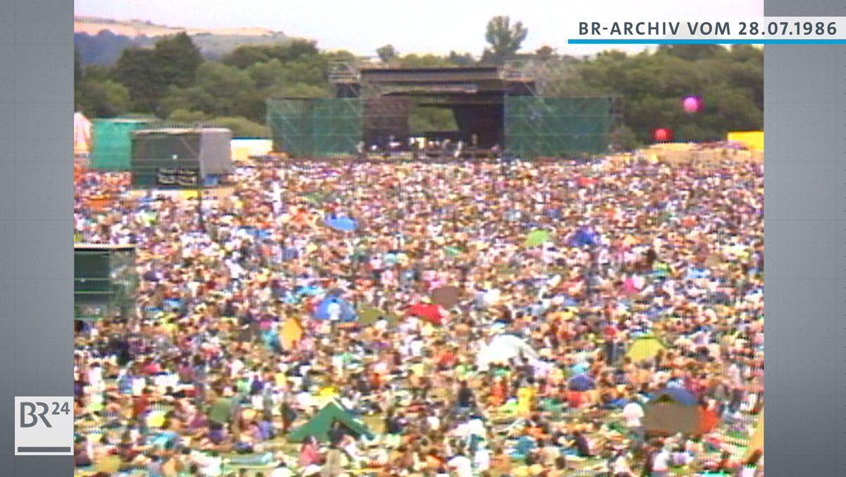 Anti-WAAhnsinnsfestival in Burglengenfeld gegen die WAA in Wackersdorf, Blick über die Besuchermenge zur Bühne