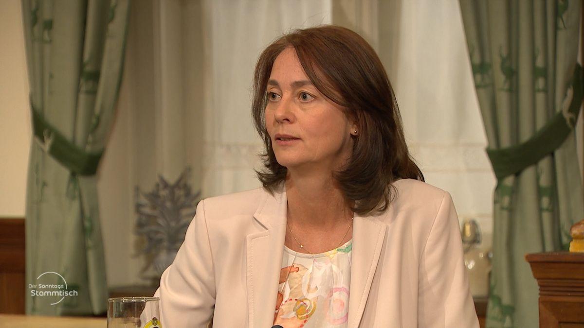 Katarina Barley will unter dem wirtschaftlichen Druck durch die Corona-Krise Staaten zu mehr Rechsstaatlichkeit zwingen.
