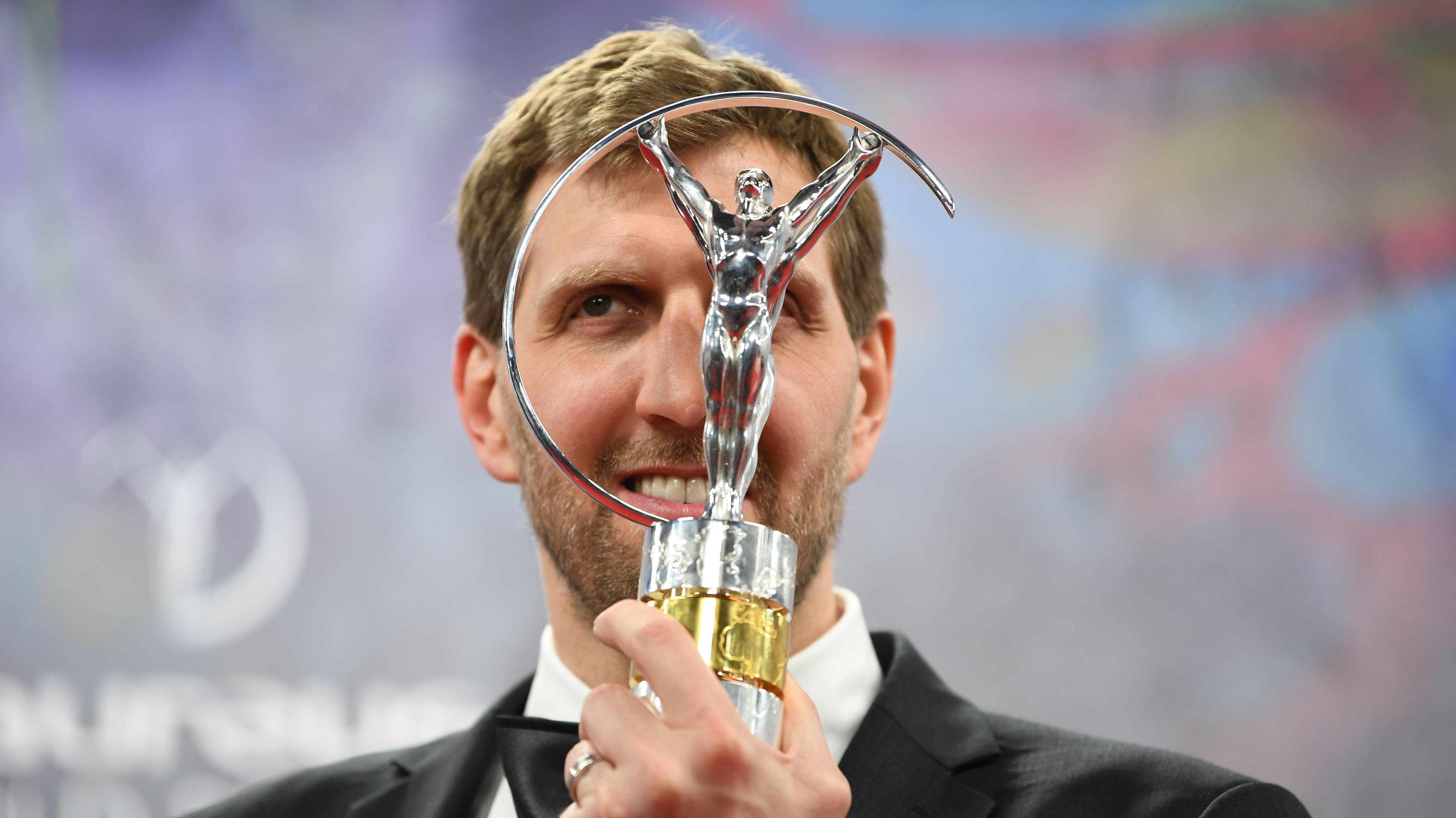 Dirk Nowitzki mit dem Laureus Award