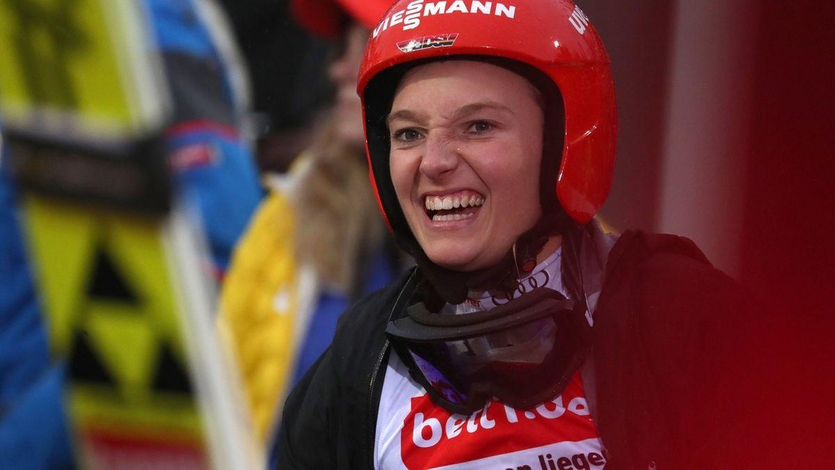 Skispringerin Althaus
