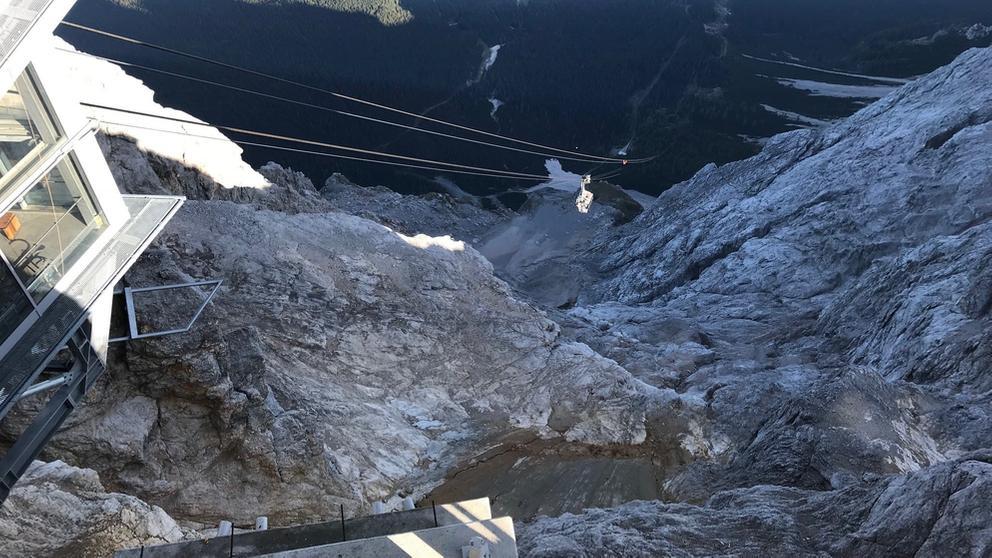 Gefährliche Bergung der Gondel auf der Zugspitze am 21.09.2018 durch Experten aus der Schweiz. | Bild:BR/Lui Knoll