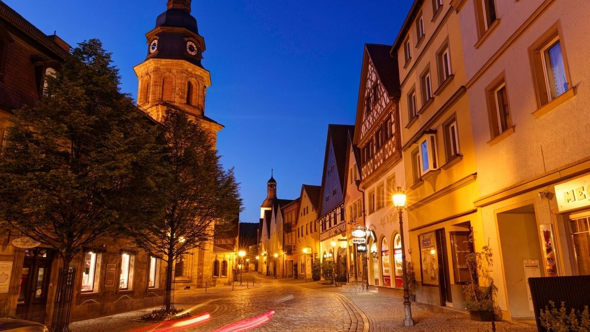 Ein Blick auf die Kulmbacher Altstadt am Abend.