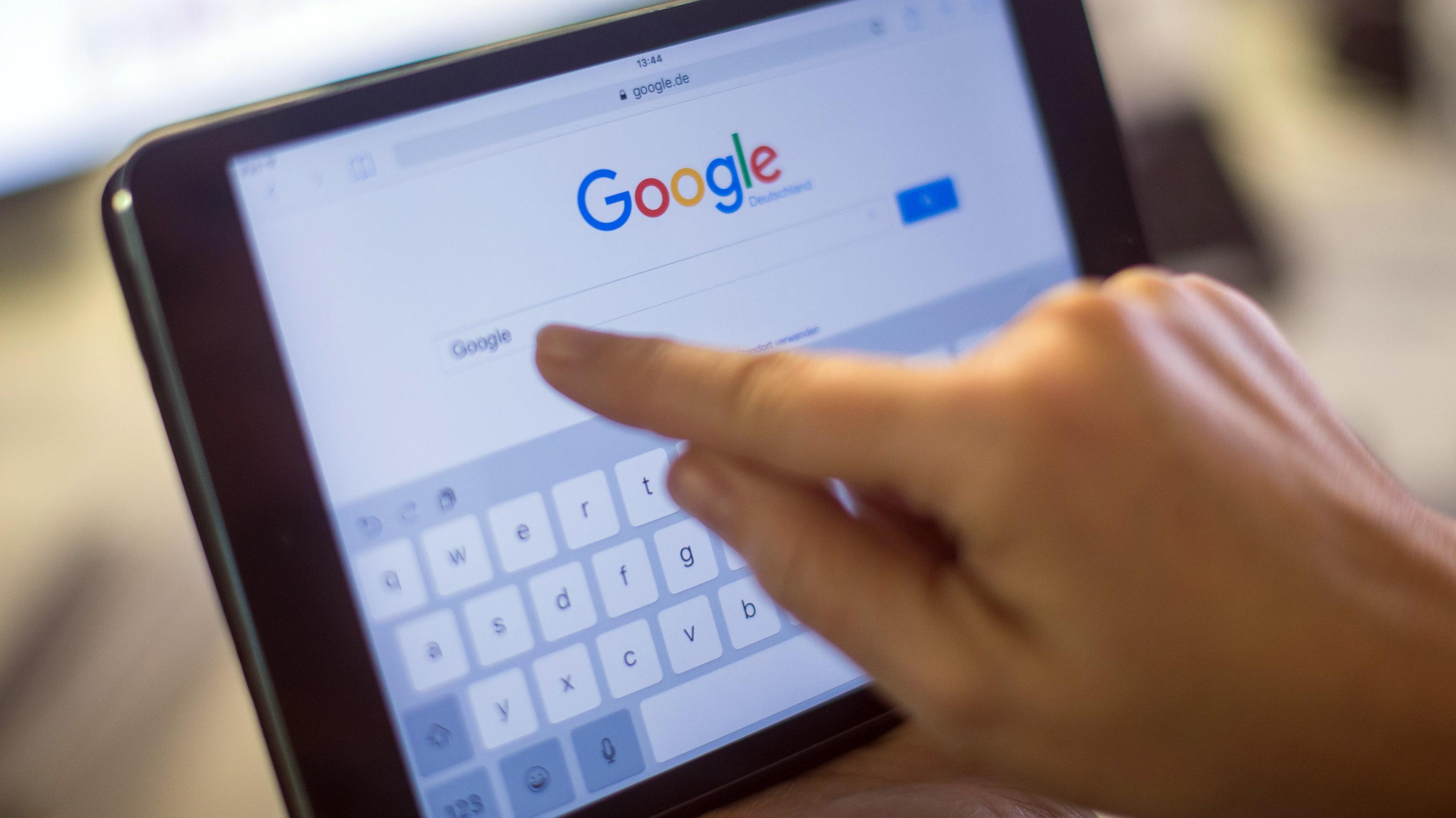 Symbolbild: Google-Suche auf einem Tablet