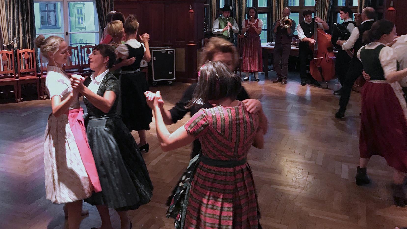 Bayerischer Tanz im Hofbräuhaus