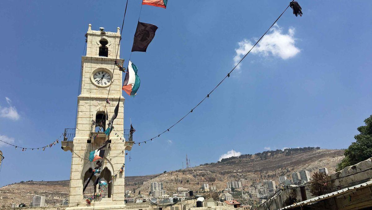 Der Uhrturm der palästinensischen Stadt Nablus