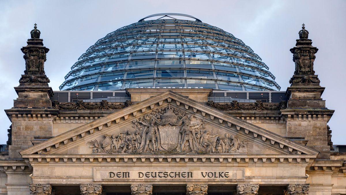 Die Kuppel des Reichstagsgebäudes in Berlin