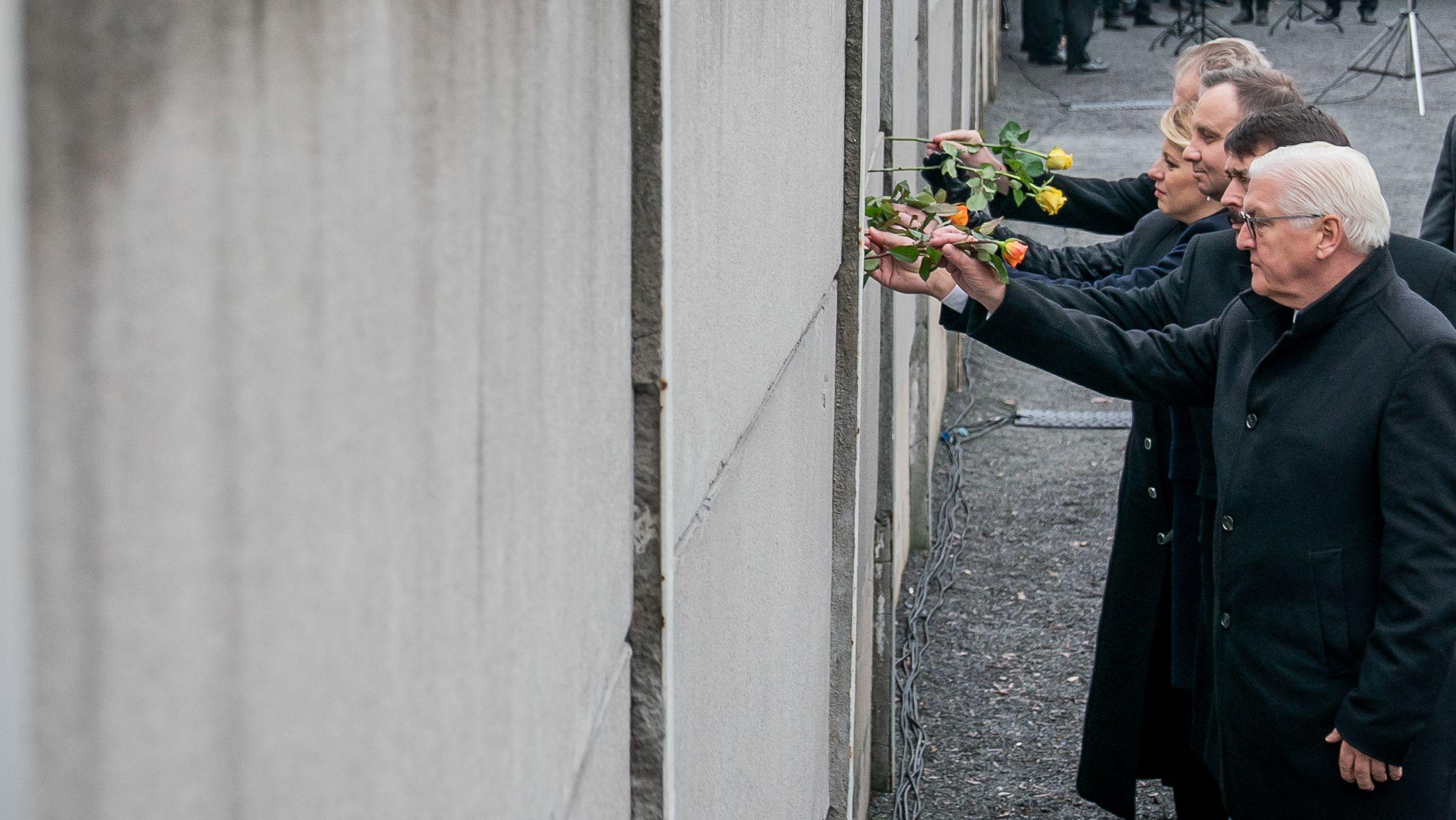 Bundespräsident Steinmeier (r-l) und die Präsidenten Janos Ader, Ungarn, Andrzej Duda, Polen, Zuzana Caputova, Slowakei, Milos Zeman, Tschechien.