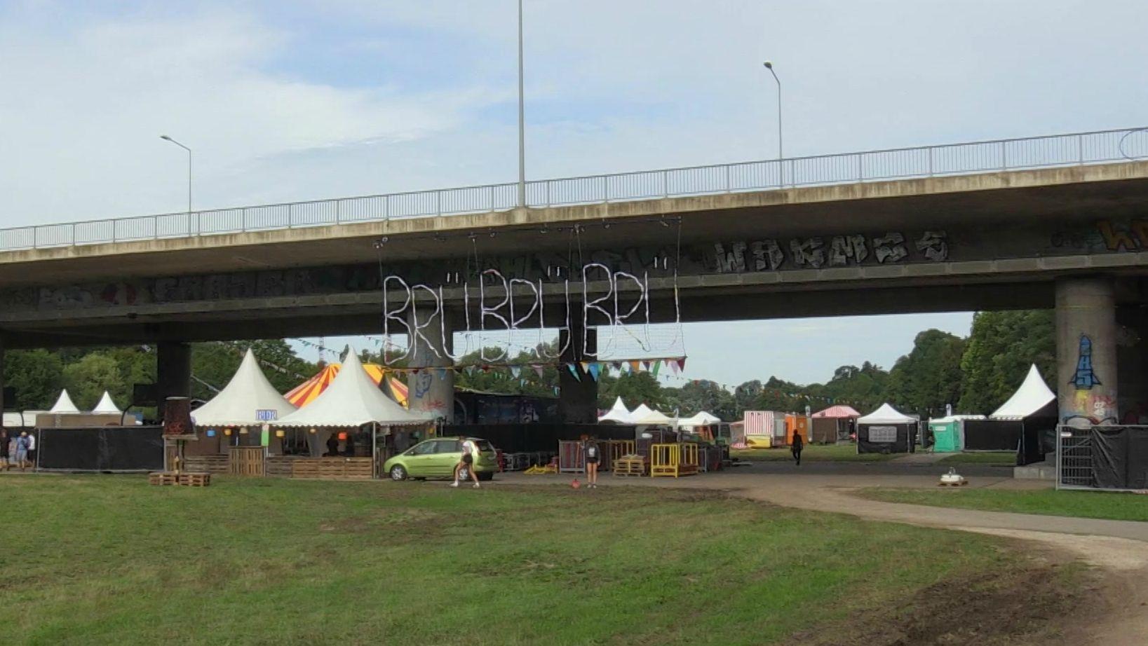 Das Nürnberger Brückenfestival unter der Theodor-Heuss-Brücke beginnt.