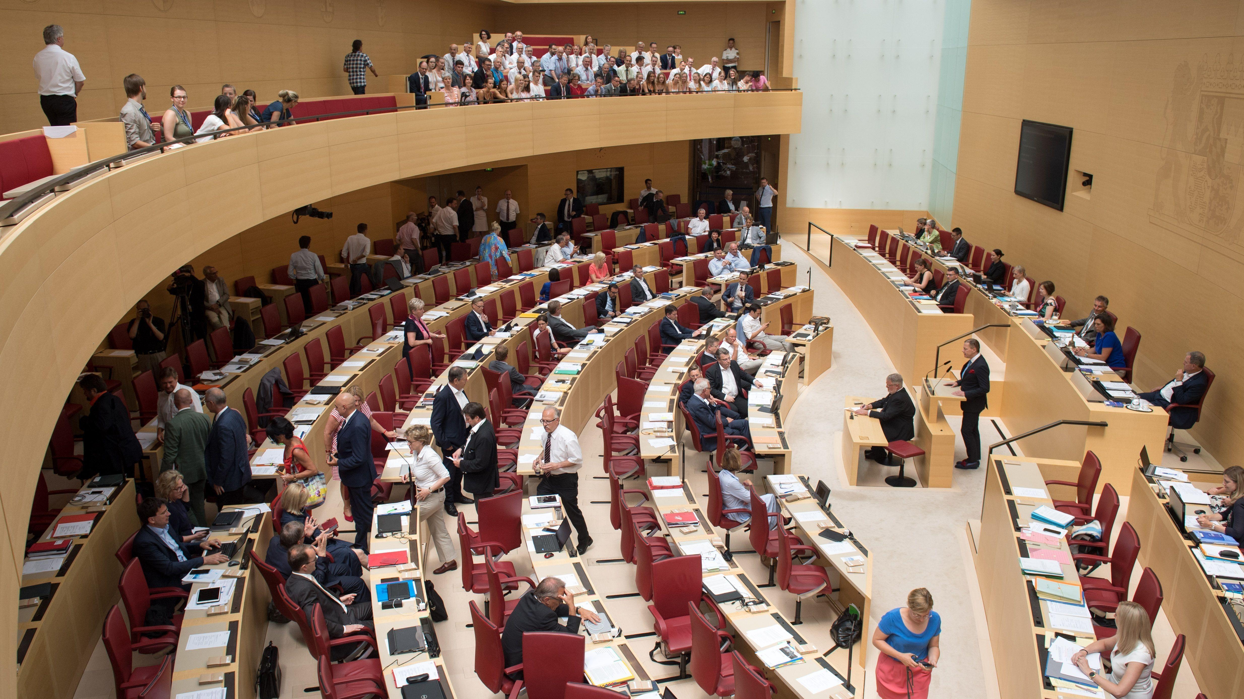 Ein Blick in den besetzten Plenarsaal des Bayerischen Ladntags.