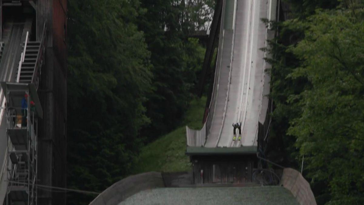 Vorbereitung der DSV-Adler auf den bevorstehenden Winter - Skispringer auf der Sprungschanze