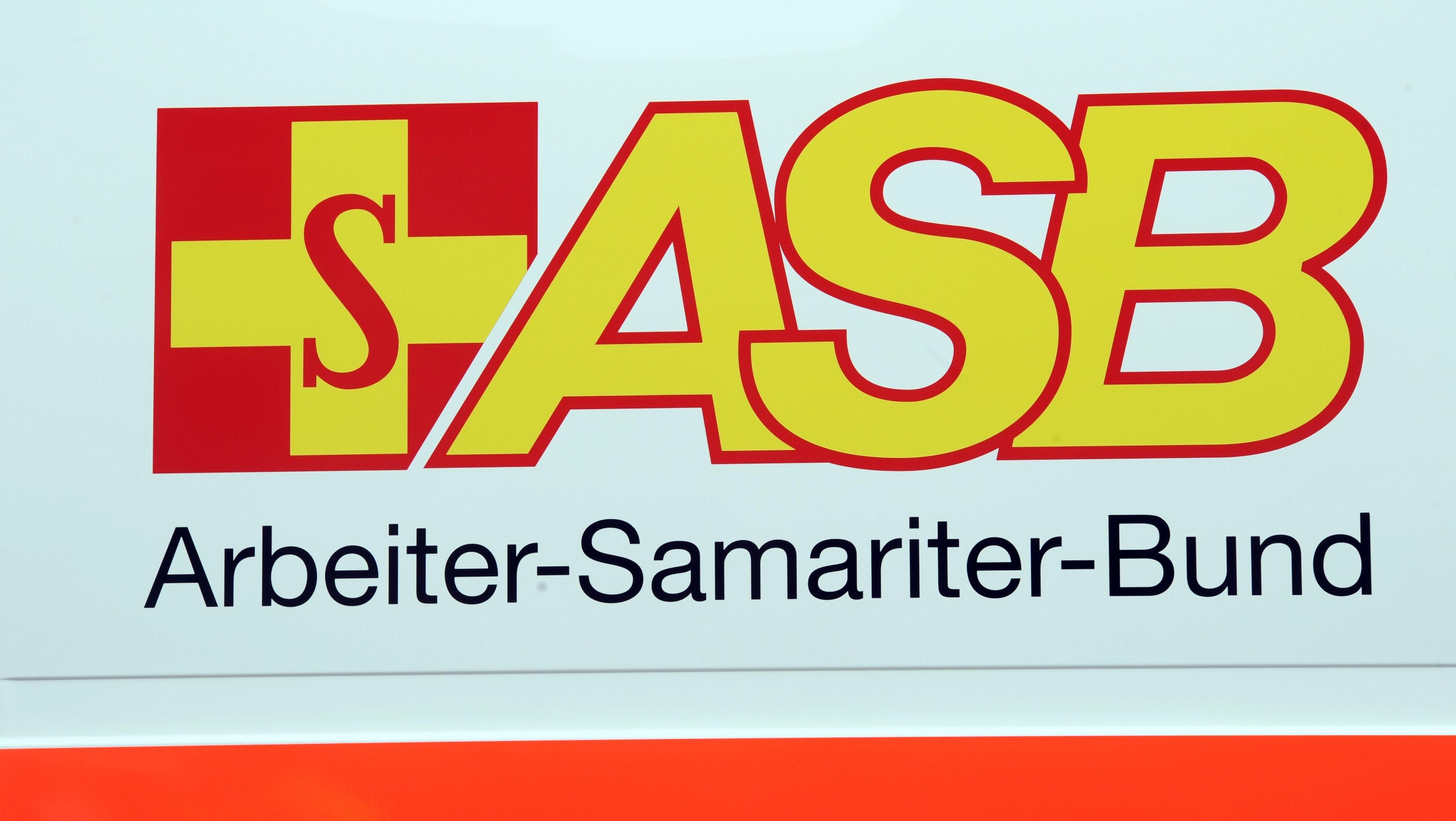 Logo des Arbeiter-Samariter-Bundes auf einem Rettungswagen
