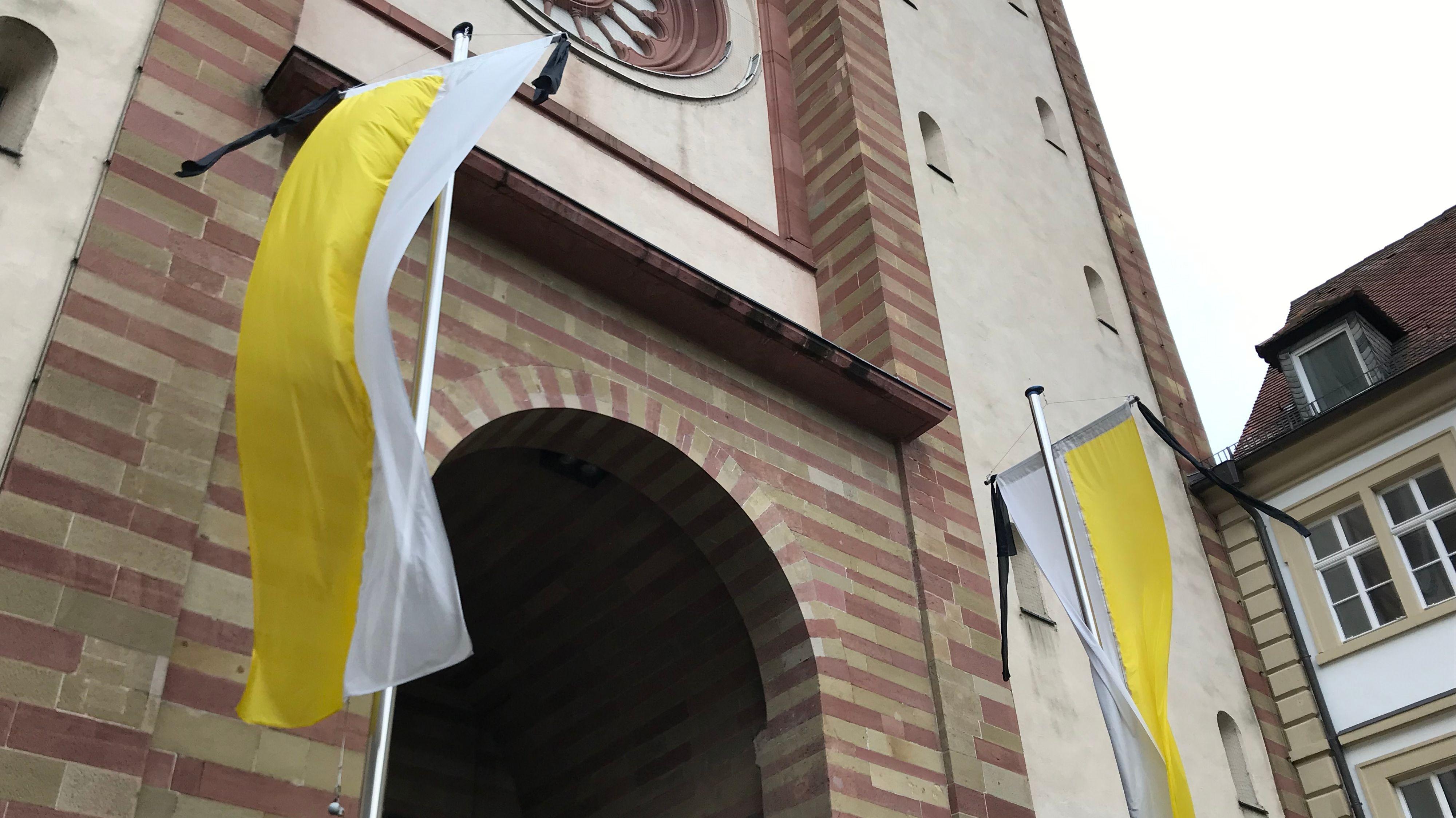 Trauerflor am Würzburger Dom
