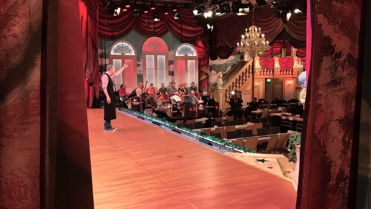 Michl Müller auf der Bühne bei einer Probe für Fastnacht in Franken