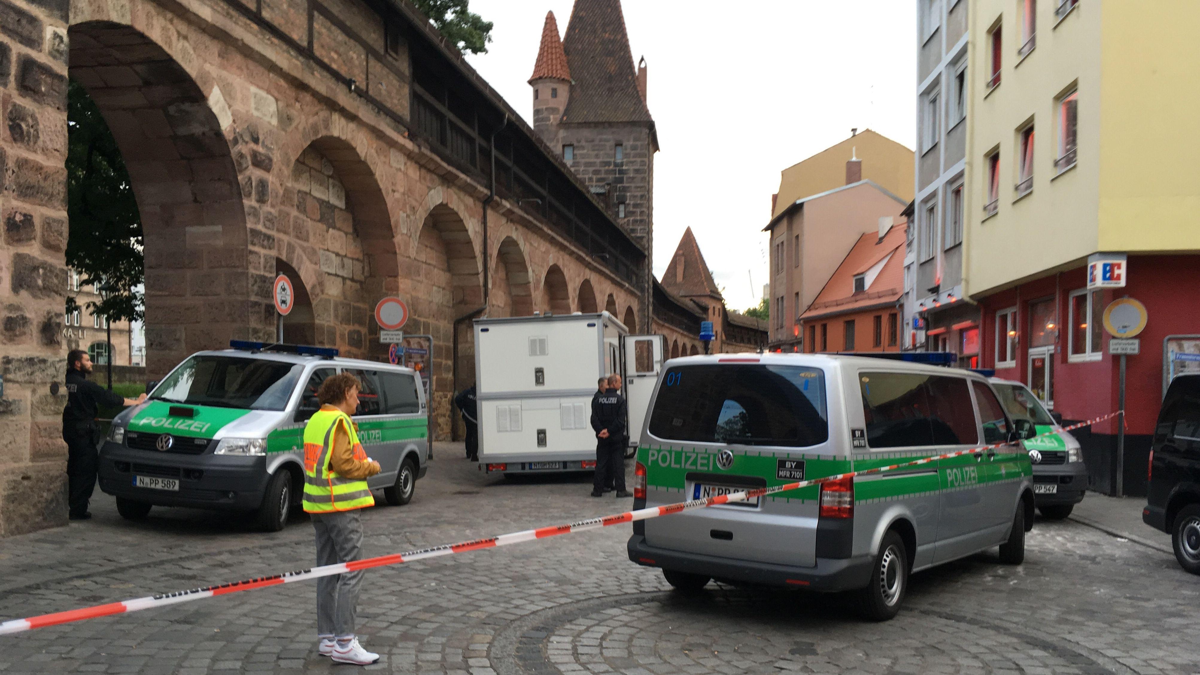 Großeinsatz von Polizei und Zoll im Nürnberger Rotlichtmilieu statt. Die Einsatzkräfte durchsuchten mehrere Bordelle.