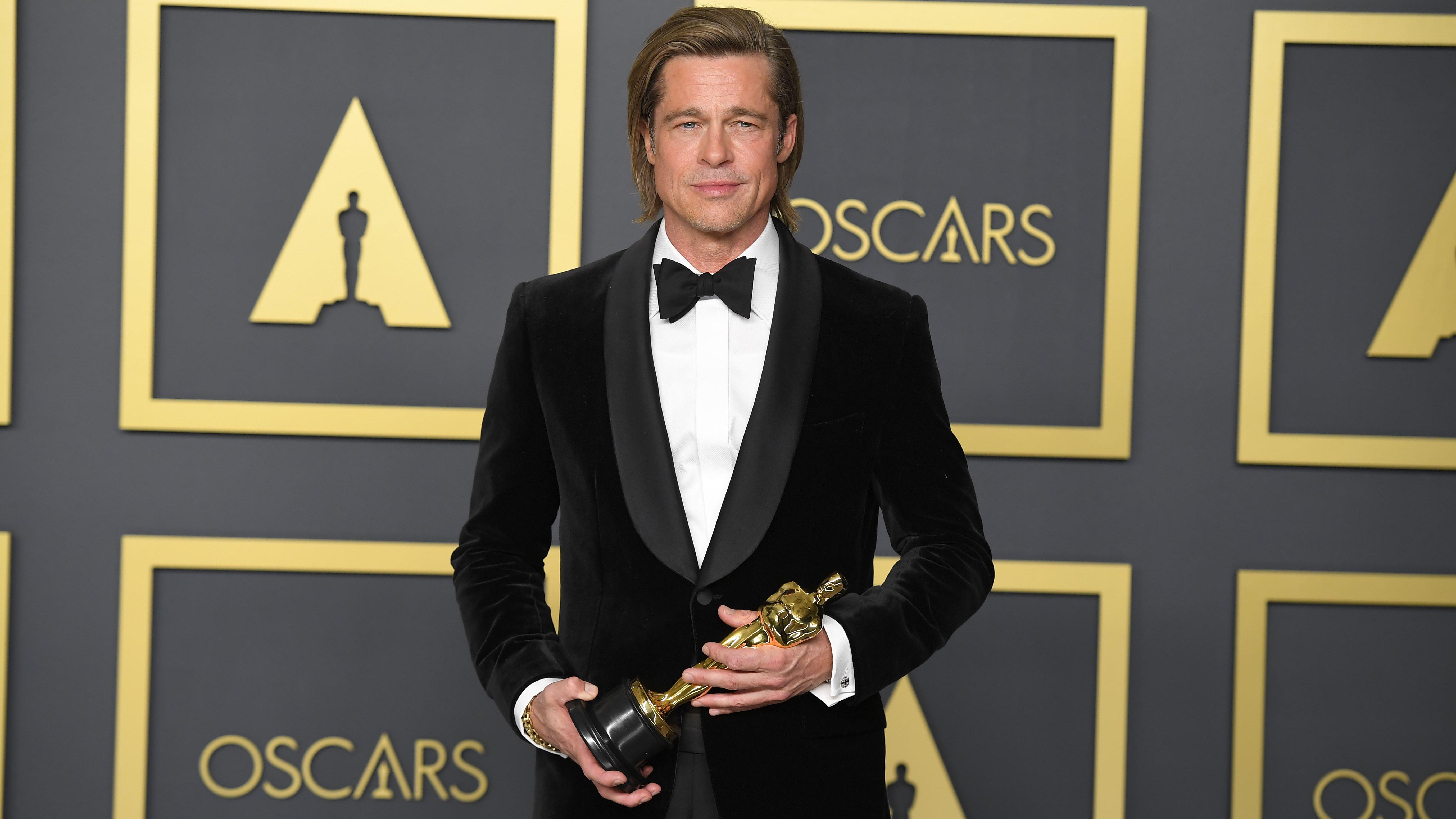 Brad Pitt mit seinem Oscar - er gewann als bester Nebendarsteller