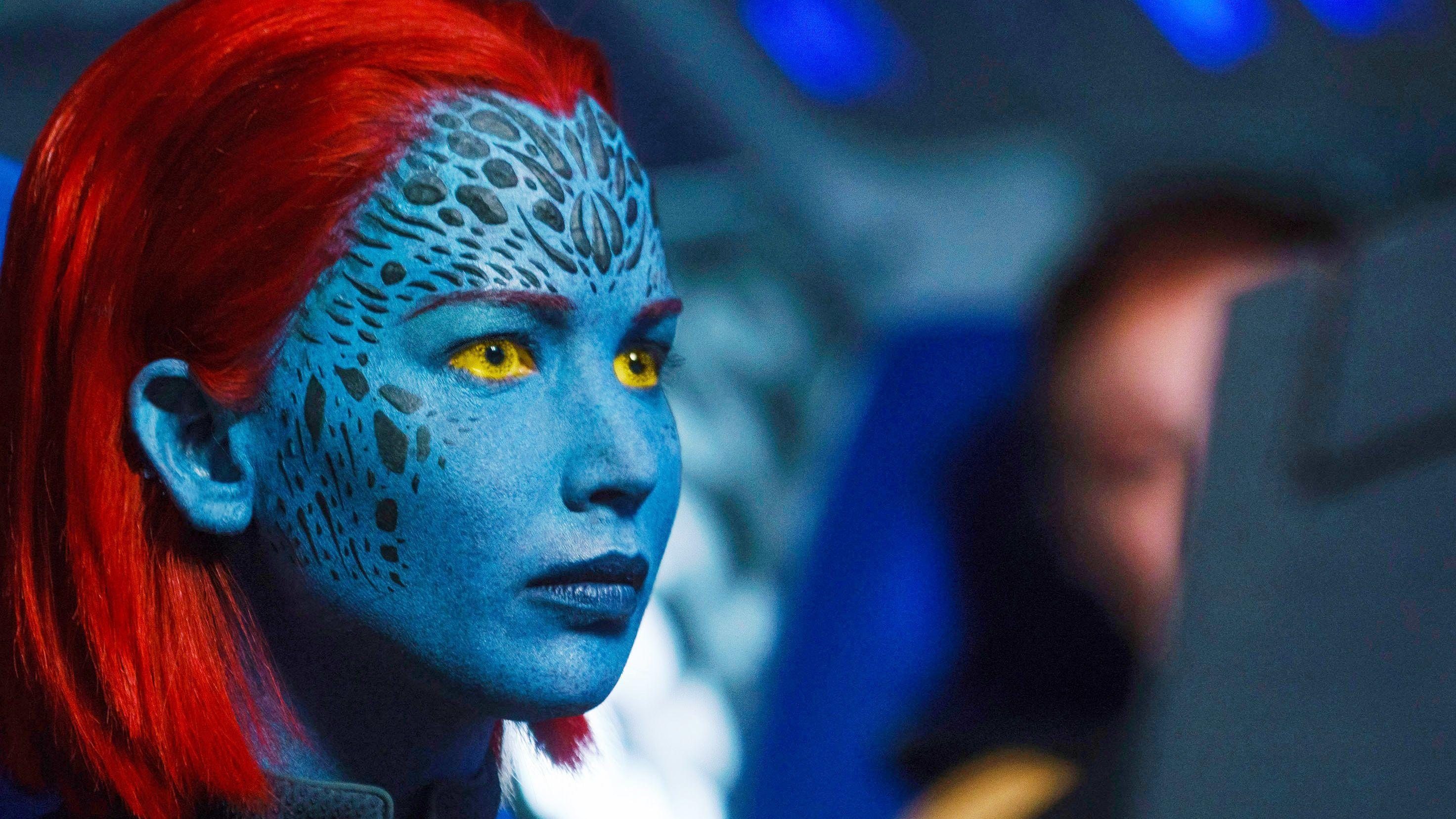 Mutant mit blauer Haut und roten Haaren