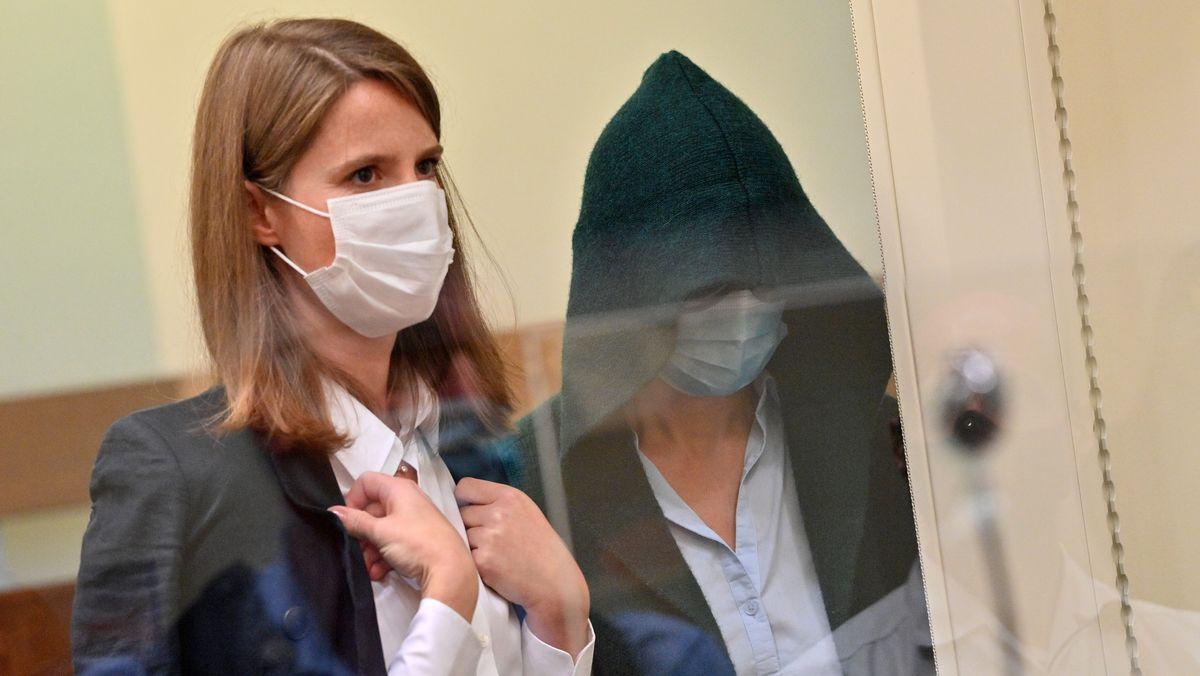 Die Mitangeklagte Diana S. (rechts) mit ihrer Anwältin Eva Maria Krötz,