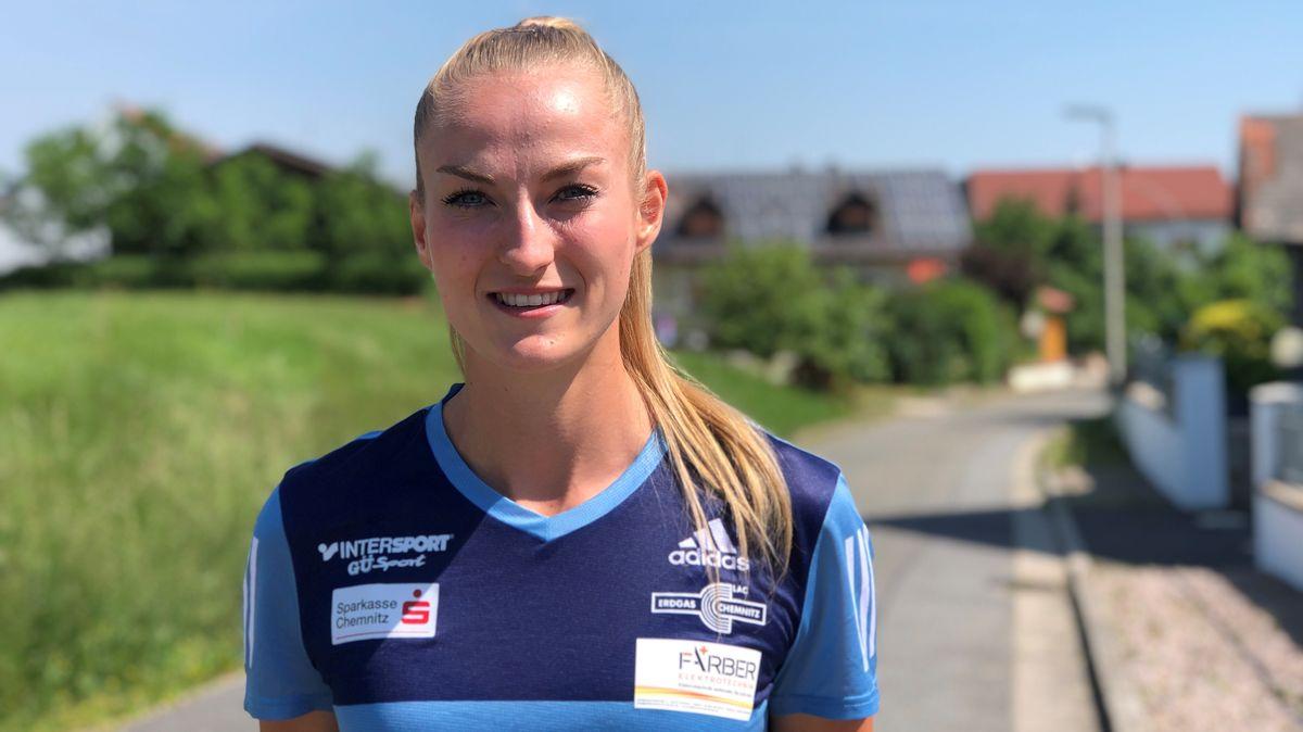 Corinna Schwab ist in Hiltersdorf bei Amberg aufgewachsen.