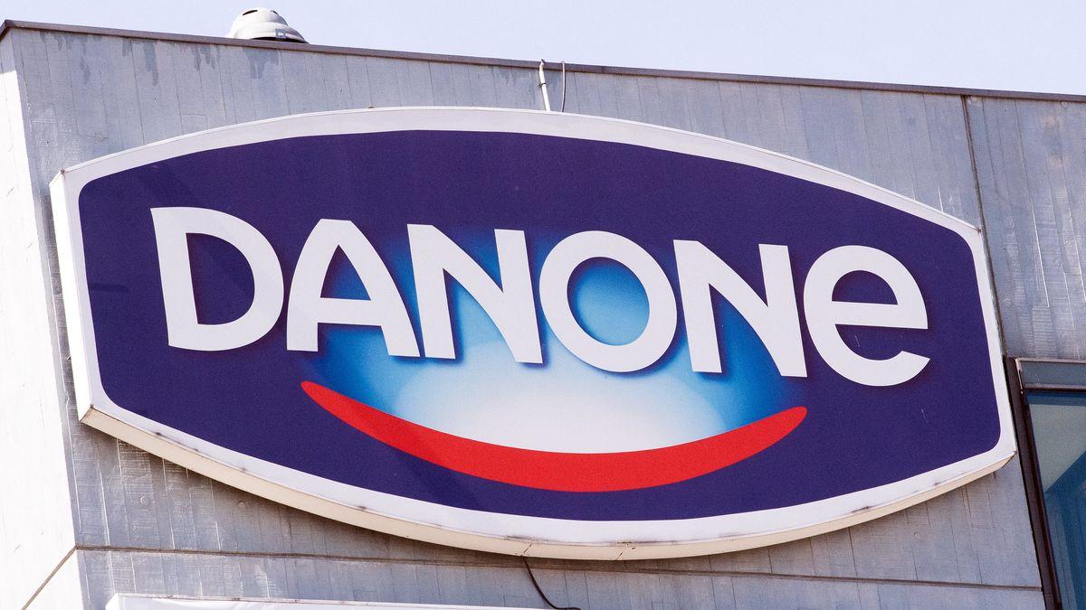 Logo des Lebensmittelkonzerns Danone an einem Werksgebäude (Archivbild)