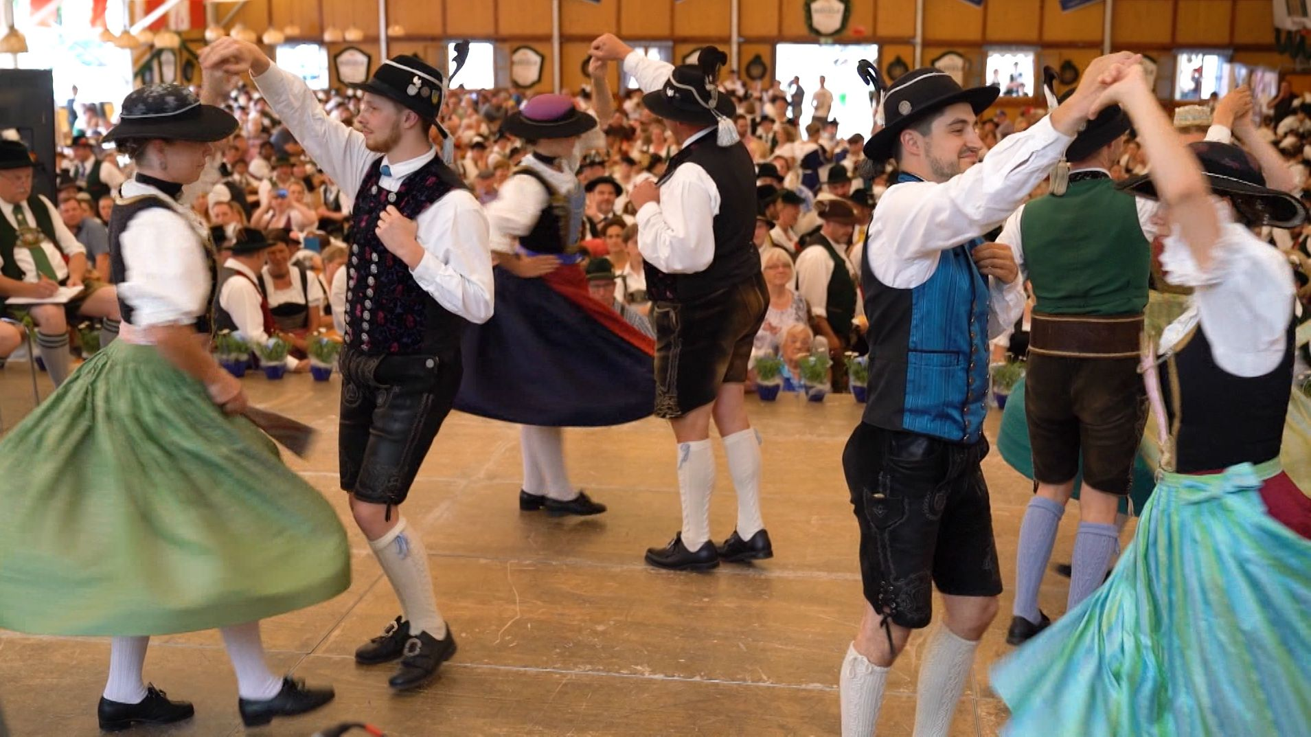 Tänzerinnen und Tänzer beim Wettbewerb