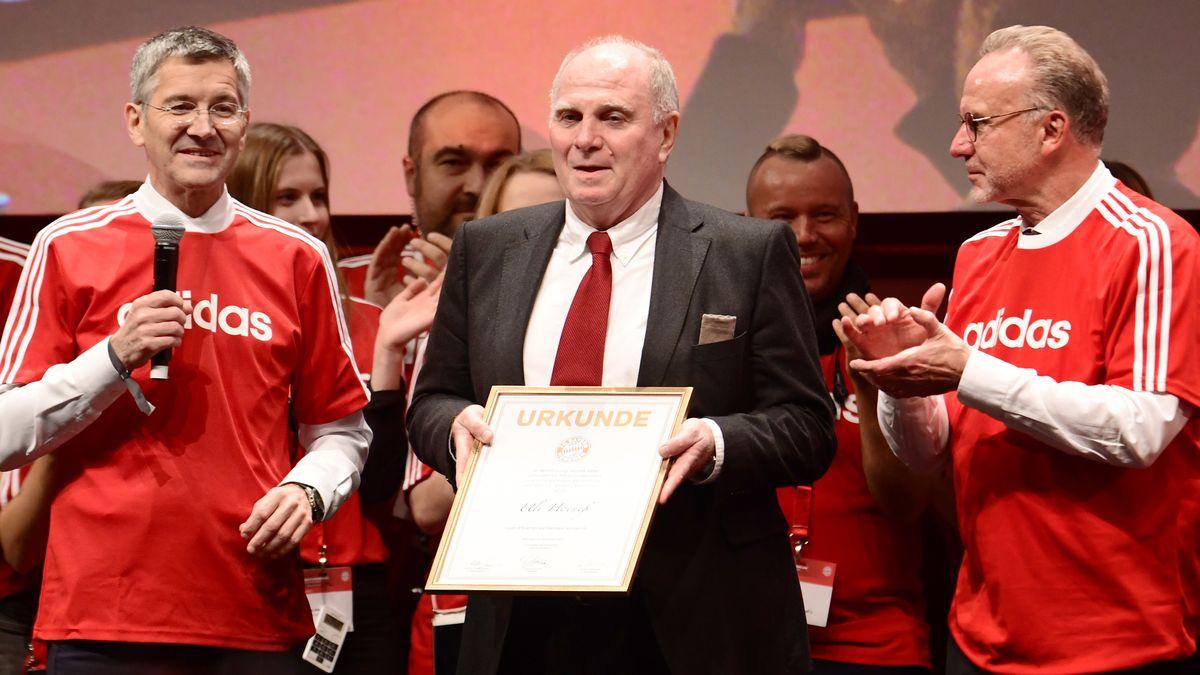 Jahreshauptversammlung 2019 FC Bayern München: Uli Hoeneß (Mitte) wird Ehrenpräsident; Herbert Hainer (links) und Karl-Heinz Rummenigge (rechts).